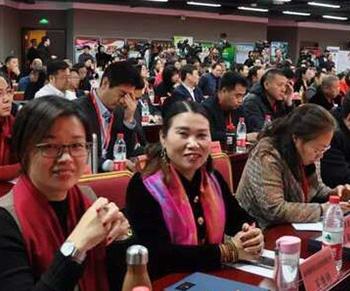 看人民日报中华56个民族风采万里行新闻发布会礼品定制有多高大上